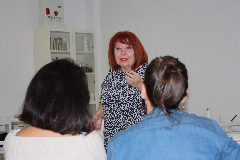 Consuelo Silveira acude a impartir clase a Ferrol con parte de su equipo